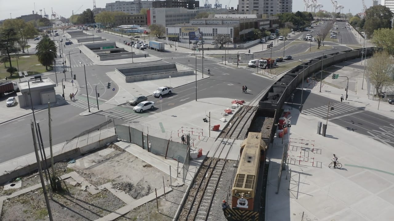 Logística ferroviaria del Puerto Buenos Aires para que llegue el carbón mendocino a la destilería de YPF en Ensenada
