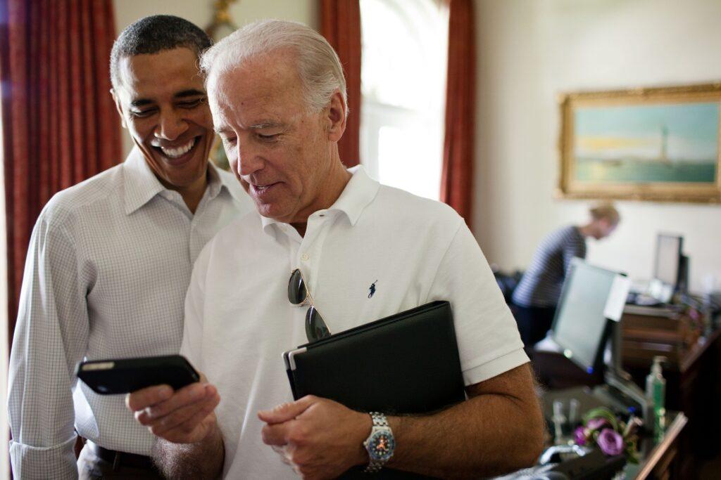 Barak Obama con Joe Biden, cuando era su vicepresidente. El RCEP será uno de los temas que deberá afrontar el futuro presidente de EE.UU. ya que el acuerdo le quita competitividad a su país en Asia.