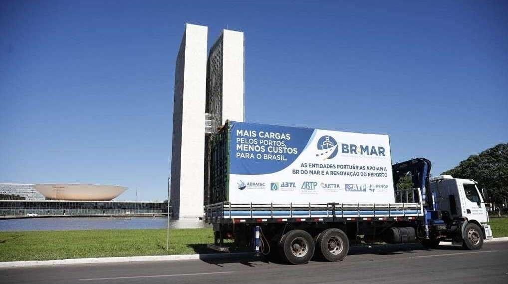 En Brasil, las terminales portuarias privadas presionan en conjunto al Congreso para promover el cabotaje