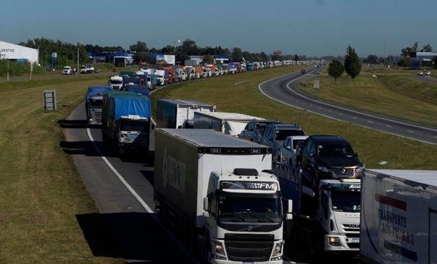 Transportistas autoconvocados paralizan el movimiento de cargas