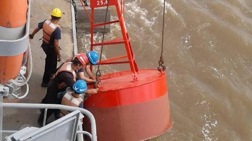 Trabajadores de dragado y balizamiento de Hidrovía SA realizan un paro de 24 horas