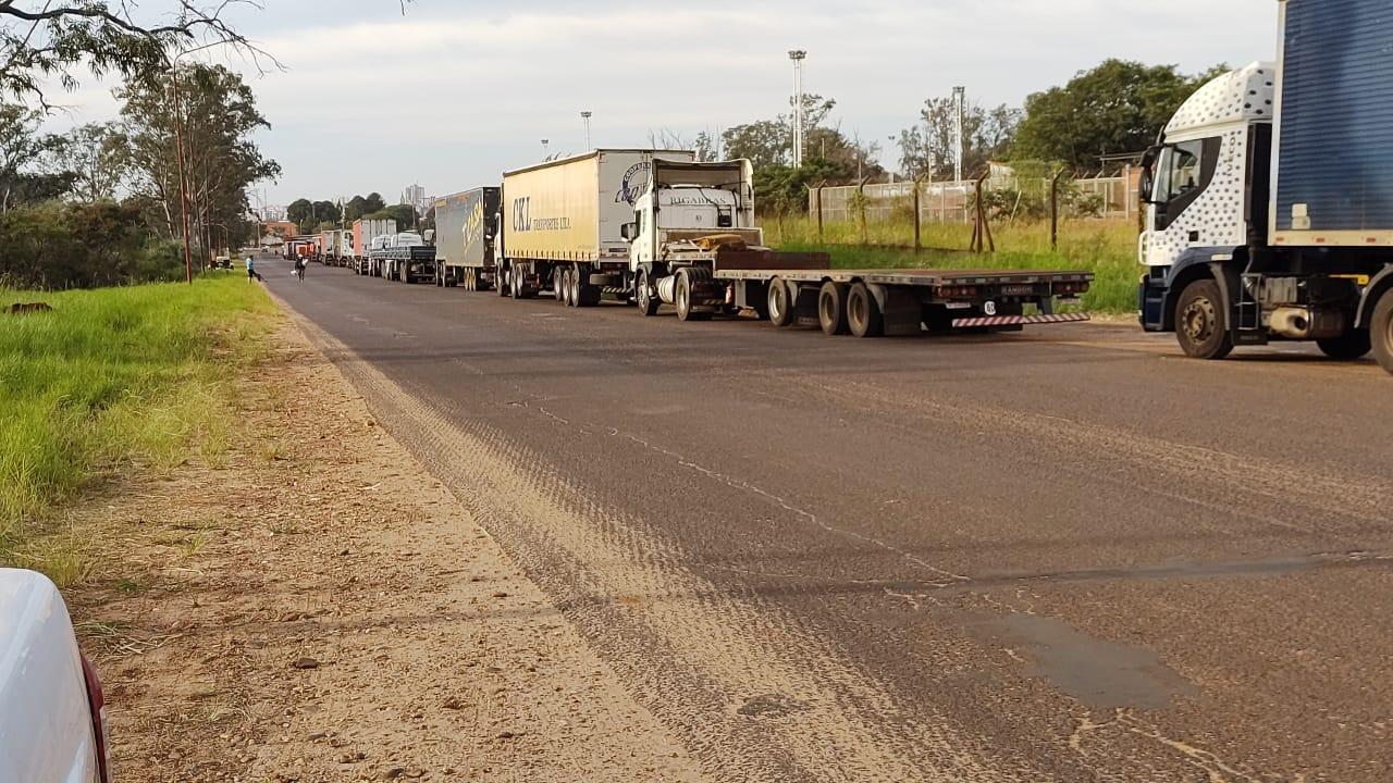 Por qué están bloqueadas las fronteras terrestres con Brasil y Bolivia