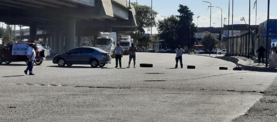 Mantienen bloqueadas dos de las tres terminales del Puerto Buenos Aires
