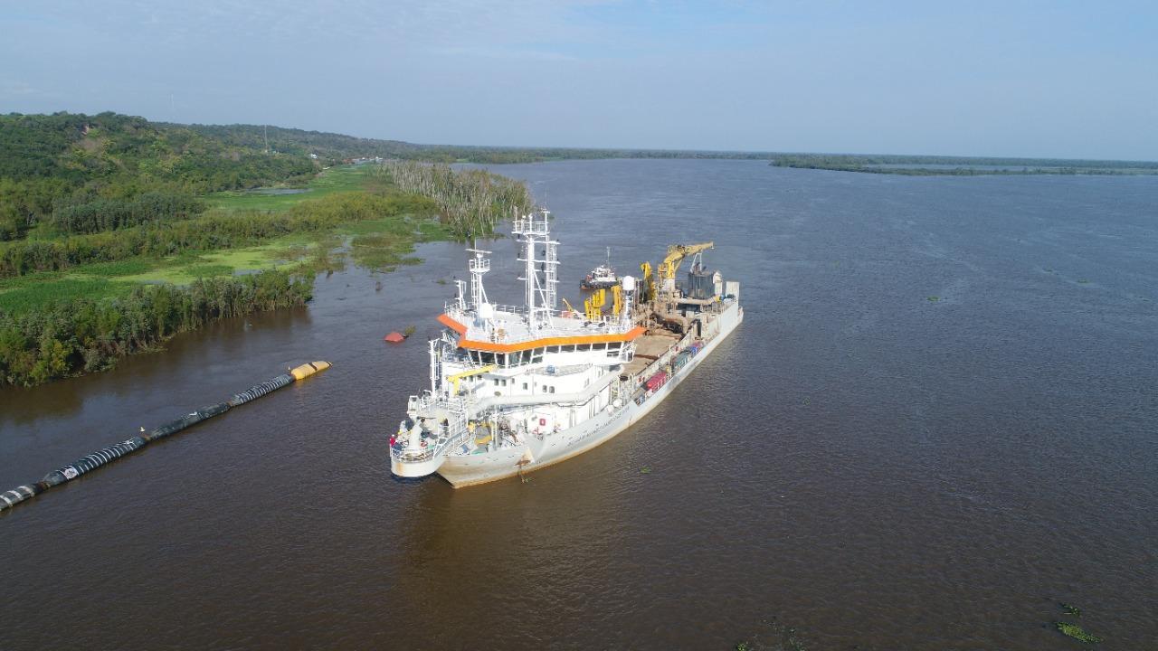 Realizan tareas de sobredragado para mitigar el impacto de la bajante histórica en el río Paraná