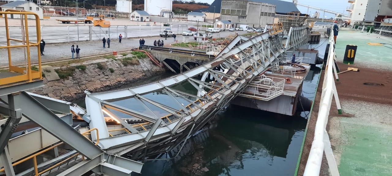 A 6 meses de su inauguración, se derrumba la estructura de carga de Pier Doce en Puerto Quequén