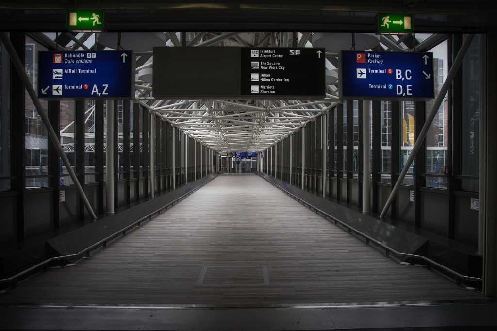 En 2021, los ingresos de los aeropuertos caerán 54,6%