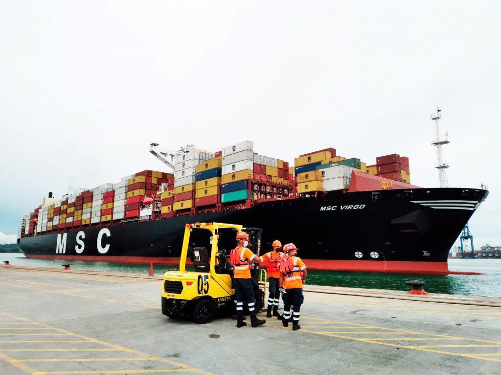 Chile bate el récord de tamaño en la operación de un buque portacontenedor en sus puertos