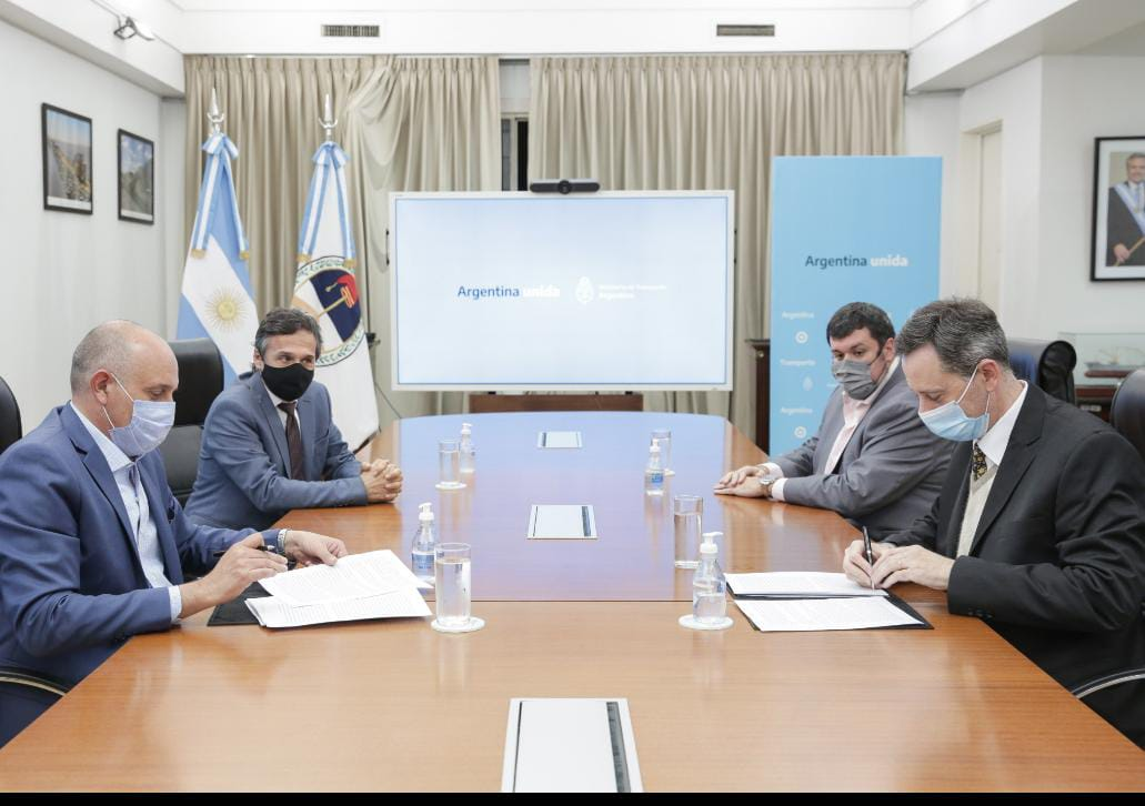Con la firma del contrato, Transporte le otorgó a la AGP la concesión transitoria de la hidrovía